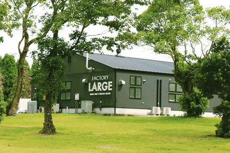 敷地内の加工場FactoryLarge