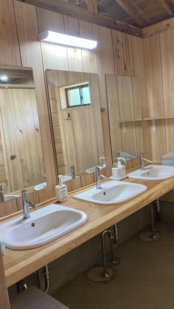 新しいトイレが完成しました!